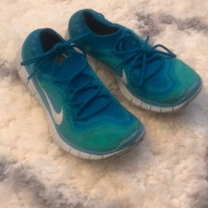 Blue Nike fly knit sneakers 5.0. MAKE AN OFFER